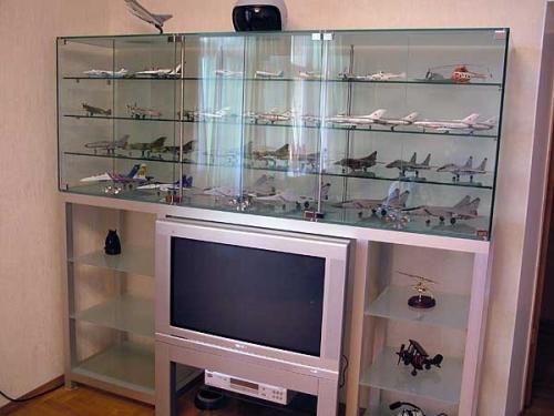 Стеклянные витрины-шкафы для коллекций