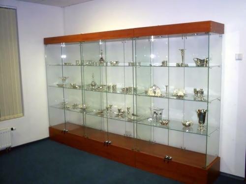 Стеклянные витрины-шкафы для кубков