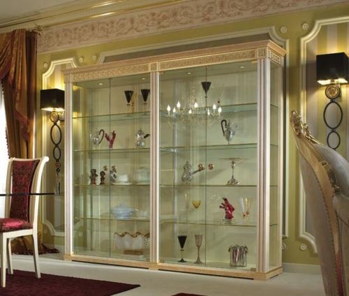 Стеклянные витрины-шкафы для посуды